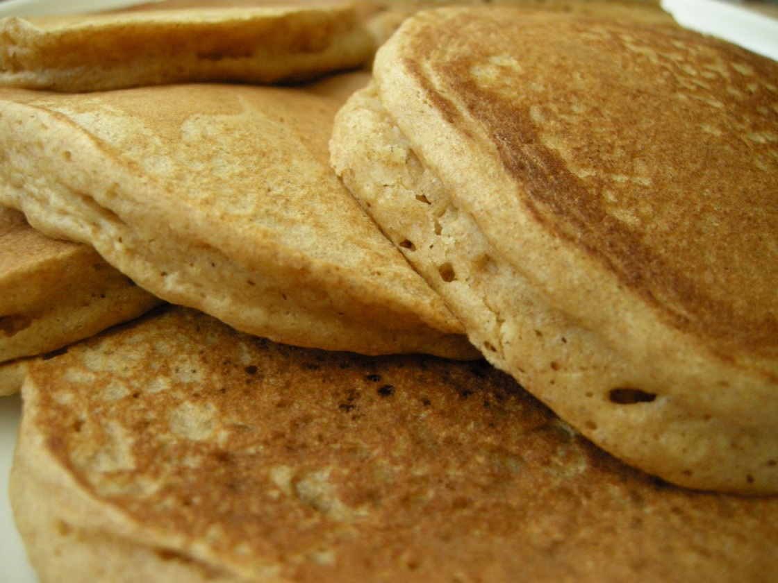 one-bowl recipe: whole wheat pancakes | aneelee.wordpress.com